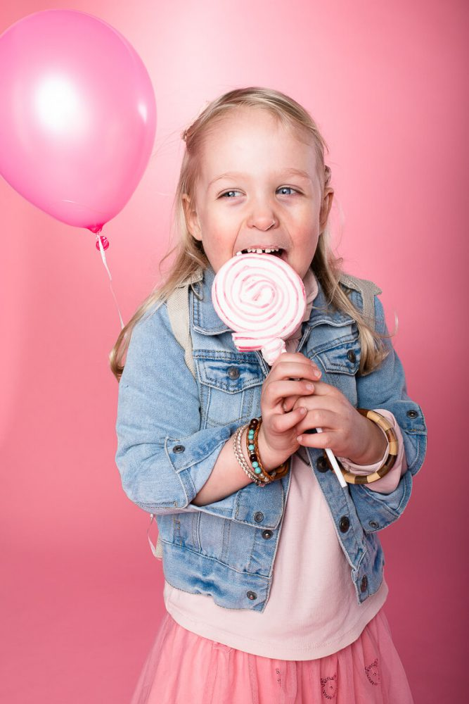Kindergarten Kind Fotoshooting Mädchen Rosa Lollipop Luftballon